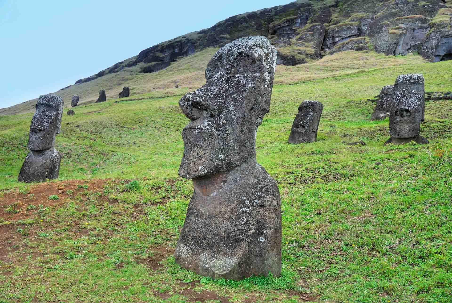 Las estatuas moai son unas figuras misteriosas de la Isla de Pascua